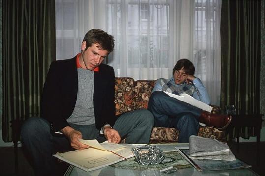 Mark s Harrisonem Fordem pročítají scénář.