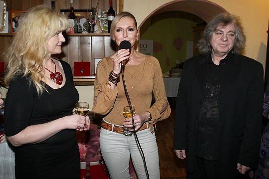 Helena výstavu Alexandry Hejlové zahájila.