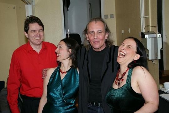 Víťa v zákulisí bavil originální seskupení Two Voices Trio.