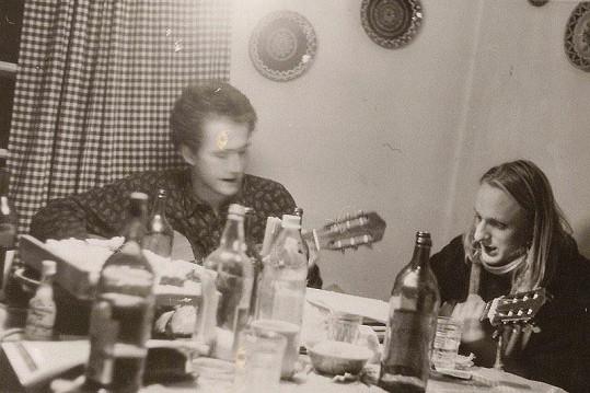 Lukáš Pavlásek (vpravo) na silvestrovské párty. Tehdy mu bylo osmnáct.