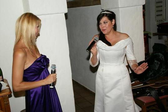 Ivana s Ilonou zpívaly tenhle duet nesčetněkrát. Málokdy ovšem před tak početným publikem.