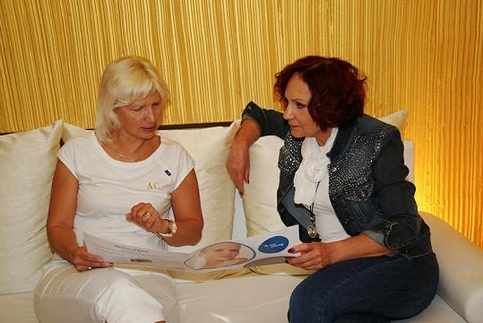 Petra s MUDr. Ivanou Němečkovou všechny zkrášlovací procedury vždy podrobně konzultuje.