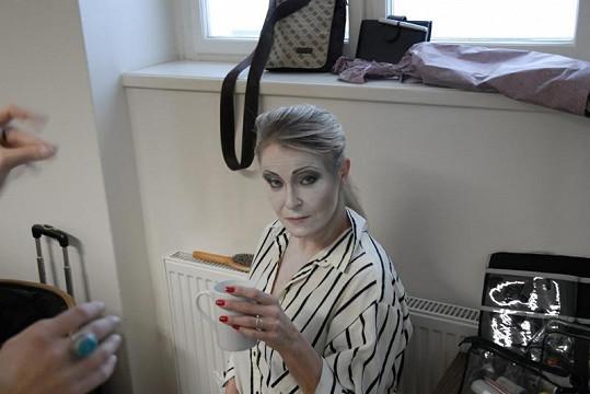 Chantal se proměnila v Morticii Addamsovou.