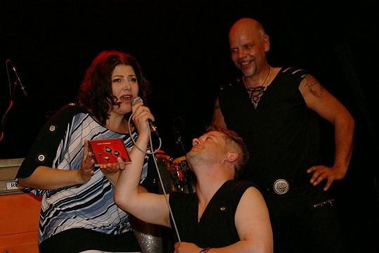 Kmotrou alba byla Ilona Csáková. Koncert uváděl Aleš Háma.