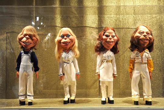 Figurky v podobě členů skupiny ABBA na výstavě.