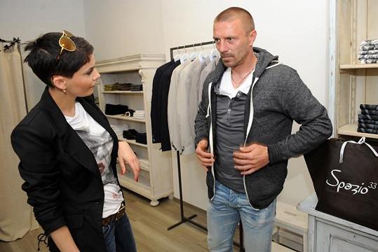 Vlaďka Erbová s přítelem Tomášem Řepkou vybírají nové kousky do šatníku