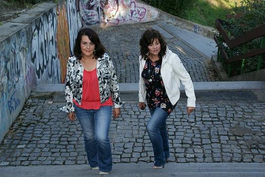 Vzdálenost mezi Chebem a Brnem je velká. Občas se holky potkají na půli cesty v Praze. Tak jako tento týden.