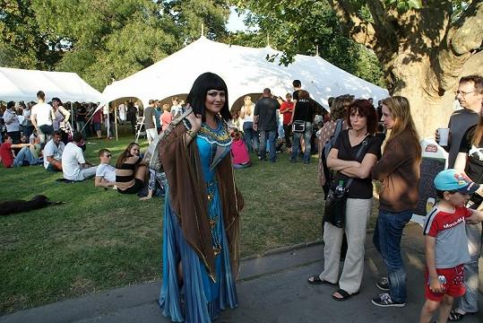 Ilona v kostýmu budila patřičnou pozornost návštěvníků.