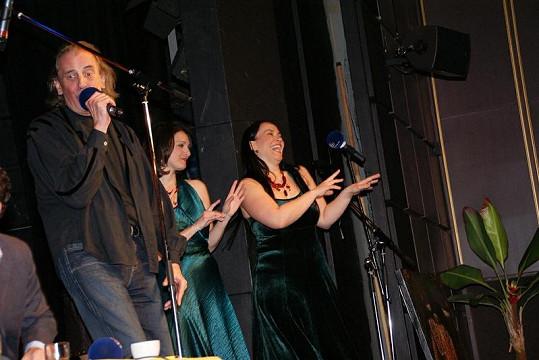 Holky z Two Voices Trio se při hitovce z legendárních Básníků doslova rozvášnily.