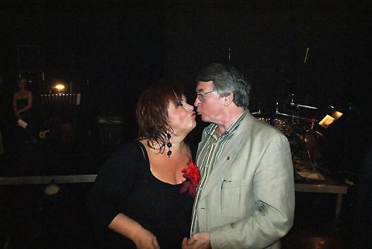Sladký polibek Hanka dostala i od Vlastimila Harapese.