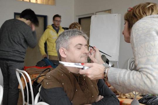 Michal Suchánek v maskérně.