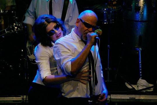 Stará láska nerezaví. Martin Pošta s Ilonou Csákovou se k sobě na pódiu měli.