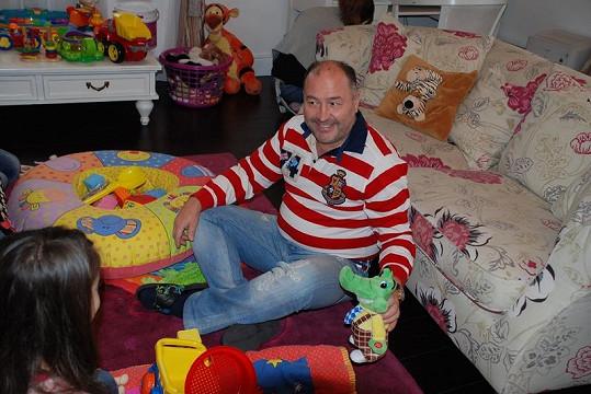 U Michala Davida to poslední měsíce vypadá jako v hračkářství.