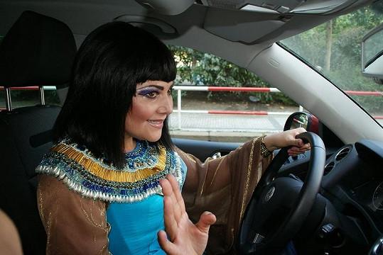 Takový obrázek se řidičům nenaskytne každý den.