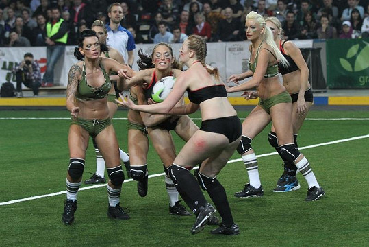 První exhibiční zápas již zrušené Sexy ligy.