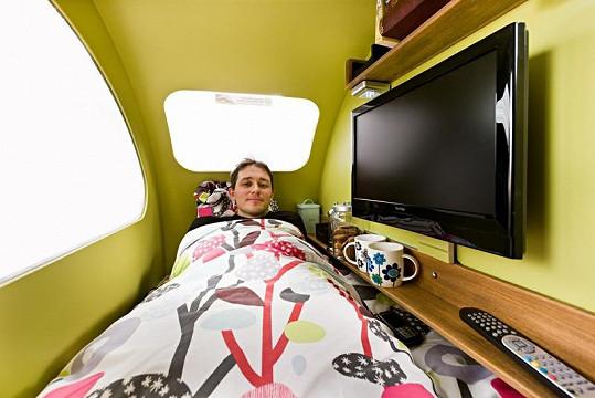 Ložnice v karavanu.