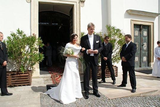 Novomanželé Ilona Csáková a Radek Voneš.