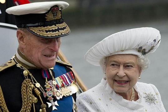 Princ Philip se svou manželkou královnou Alžbětou II. během oslav.