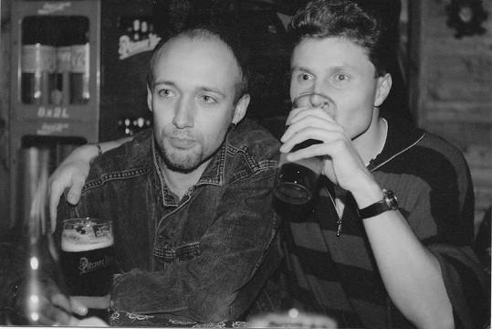 Rok 1992 a Robert Jašków (vlevo) na třídním srazu.