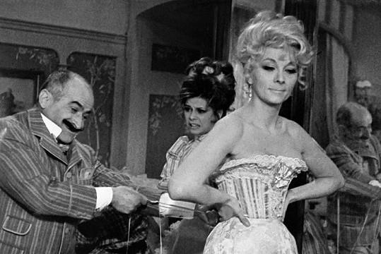 Claude Gensac a Louis de Funèse v komedii Hibernatus.