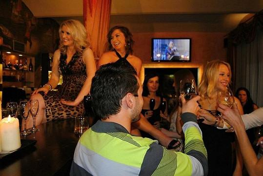 V baru i na baru bylo hodně veselo.