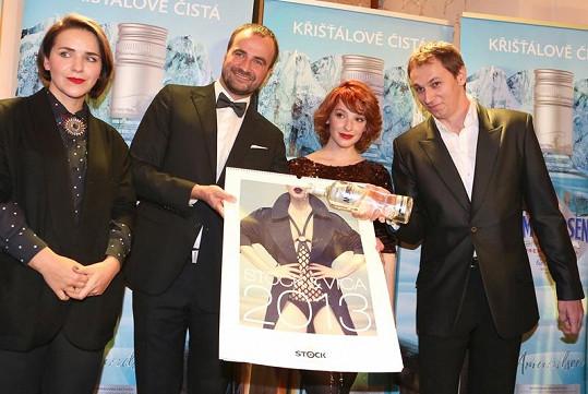 Kalendář pokřtil režisér Jiří Vejdělek stylově vodkou.