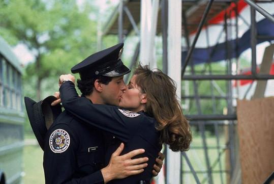 Kim si zahrála se Stevem Guttenbergem alias Carey Mahoneym.