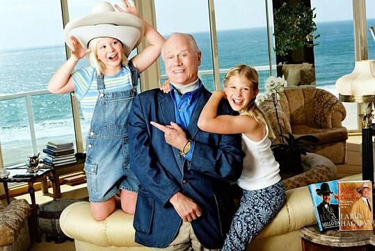 Larry Hagman s vnoučaty Kayou a Rebbeckou, která mu dodávala chuť žít.