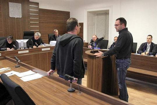 Michal Červín konfrontován se soudním znalcem Jiřím Švarcem z oboru psychiatrie.
