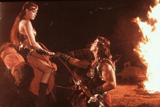 Brigitte Nielsen a Arnold Schwarzenegger ve filmu Rudá Sonja.