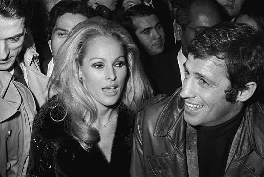 Na konci šedesátých let randila s Jeanem Paul Belmondem.
