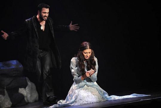 Hamlet posílá Ofélii do kláštera.