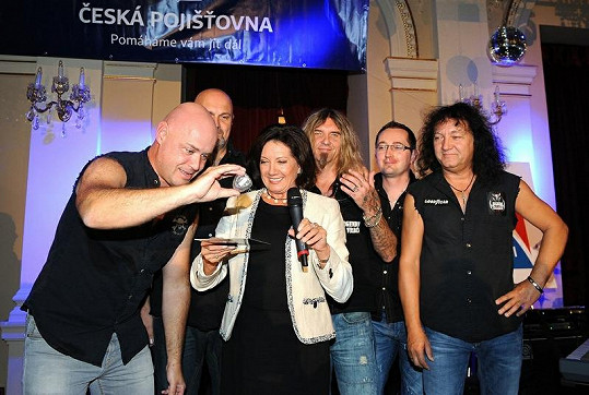Marie Rottrová křtila desku kapely Legendy se vrací.