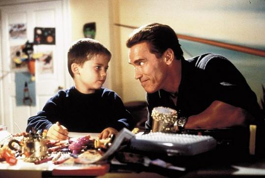 Jake ve filmu Rolničky, kam se podíváš s Arnoldem Schwarzeneggerem.