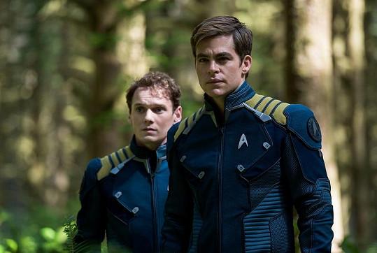 Anton Yelchin (vlevo) se v srpnu v kinech objeví ve filmu Star Trek: Do neznáma.