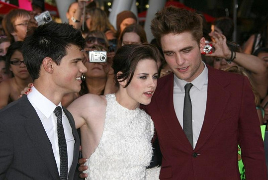 Kristen Stewart se svými hereckými kolegy z Twilight ságy.