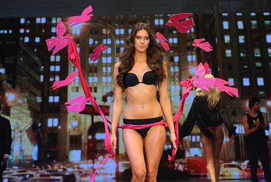 Aneta Vignerová na módní show Top secret.