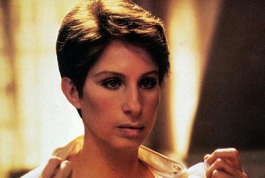 Barbra Streisand ve filmu Jentl z roku 1983.