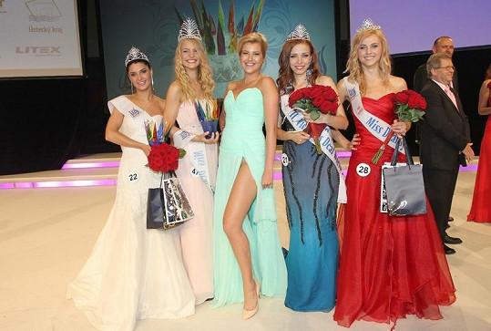 Jitka Nováčková s vítězkami Miss Deaf.