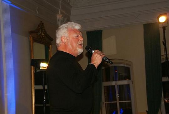 I Milan Drobný zazpíval k tanci.