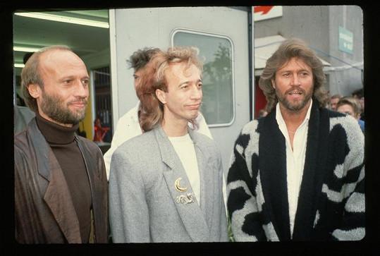 Skupina Bee Gees, Robin Gibb uprostřed.
