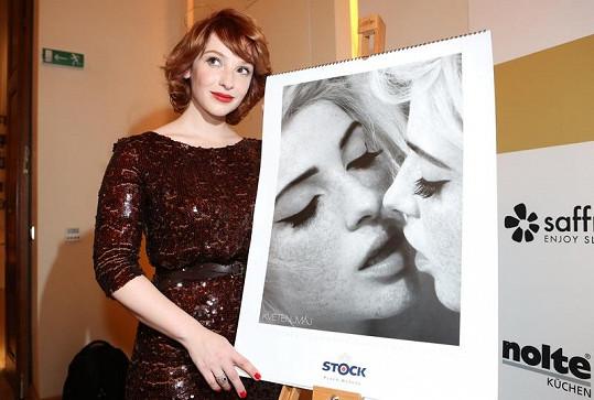 Dvanáct fotek představuje dvanáct různých druhů erotiky.