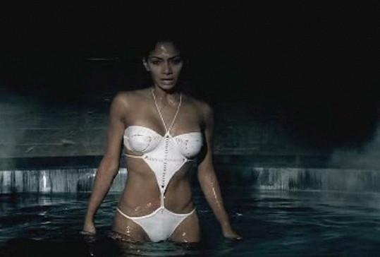 Nicole ve videoklipu k písni Whatever You Like.