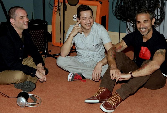 Petr Bende s Carmenem a Jamiem při natáčení singlu Láska v Praze.