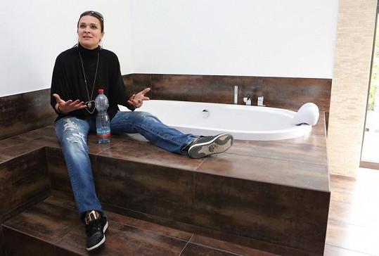 Mahu už se těší, až si dá pořádnou koupel v této krásné vaně.