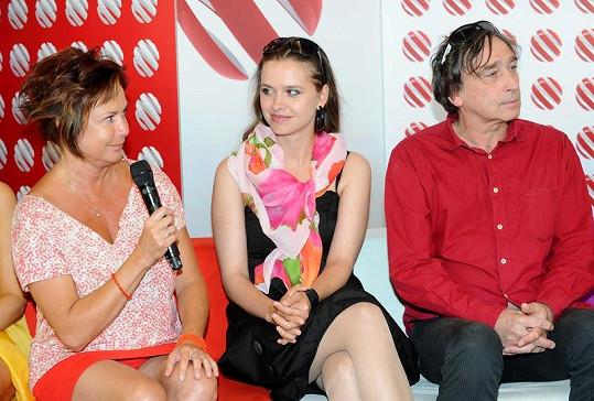 Ilona Svobodová dorazila ve velmi krátké červené sukni.