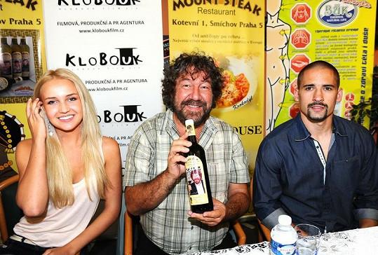 Synková a Plekanec byli kmotry vína Zdeňka Trošky.