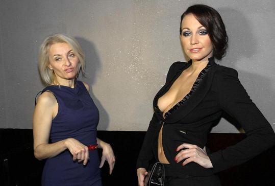 Agáta na křtu svého kalendáře s maminkou Veronikou Žilkovou.