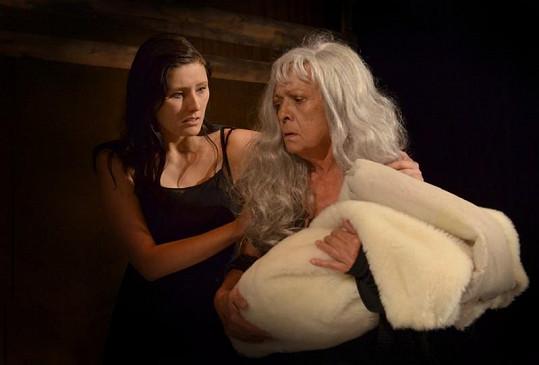 Jana Šulcová je k nepoznání ve hře Dům Bernardy Alby, kterou uvede Divadlo A. Dvořáka v Příbrami.