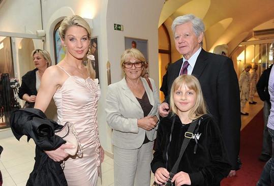 Sabina Laurinová s rodiči a dcerou Valentýnou.